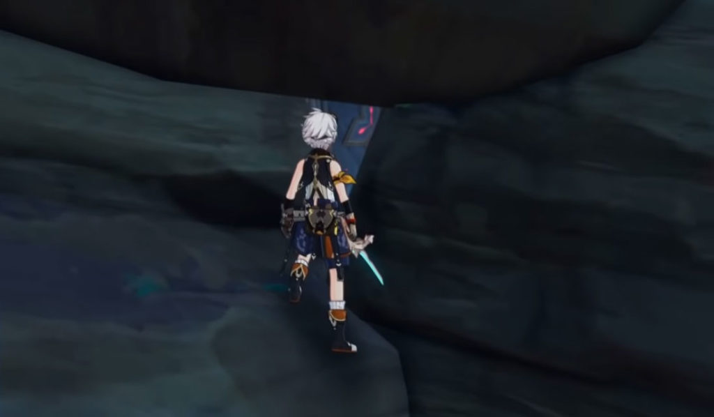 Беннет пытается пролезть в щель между камнями